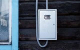 Правомерно ли обязывают переносить электросчетчики из дома на улицу?