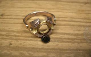 Что делать, если из золотого кольца потерялся изумруд?