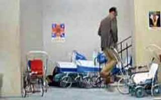 Можно ли оставлять детскую коляску на этаже?
